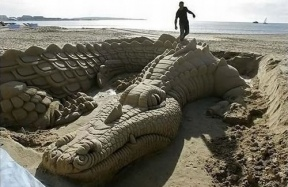 10 Amazing Works Of Sand Art