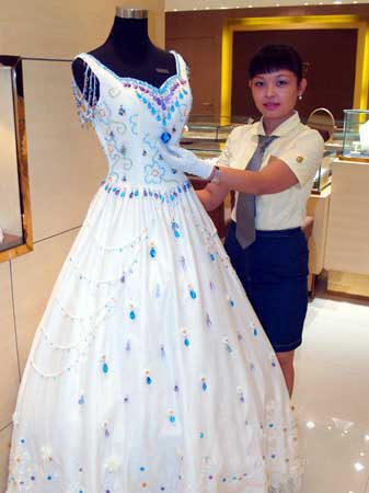10 Most Expensive Wedding Dresses In The World Top10zen
